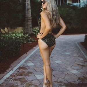 Misguided one piece leopard swimsuit size 6 NWT